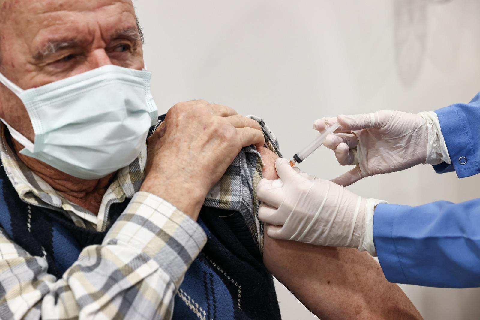 """Fahrettin Koca'dan """"Aşılar Çöpe Gidiyor"""" İddiasına Yanıt"""